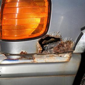 auto rusty bumper