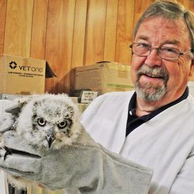 carroll pate and owl at Texas State Aquarium