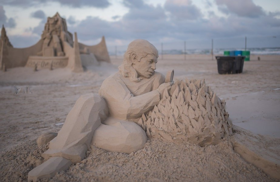 WORLD-RENOWNED SAND SCULPTORS IN PORT ARANSAS