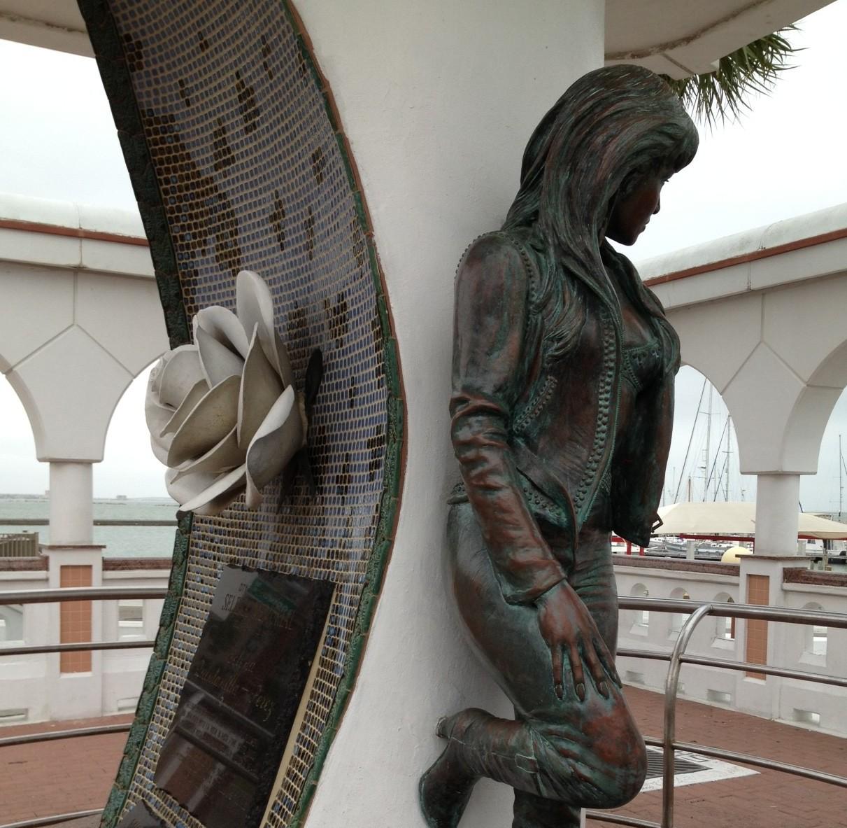 Selena Quintanilla's Memorial by misdinos0 on DeviantArt